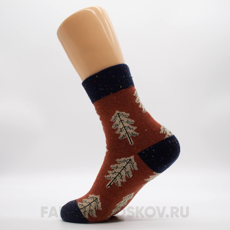 Плотные женские носки с елкой