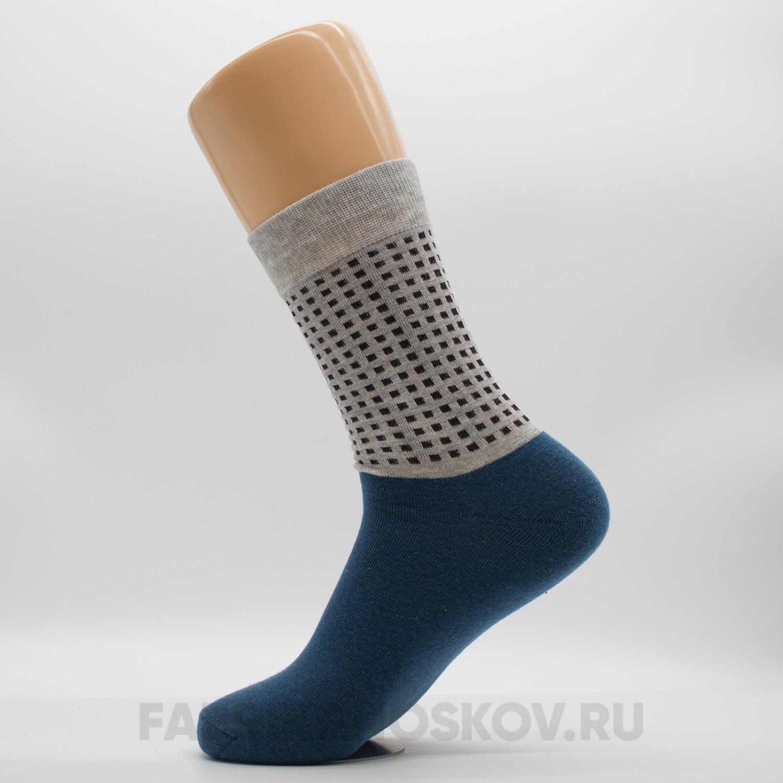 Женские носки с паттерном из квадратов на подъеме